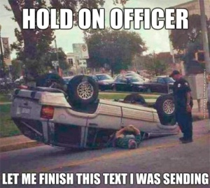 funny-pics-hold-on-officer-texting-while-driving